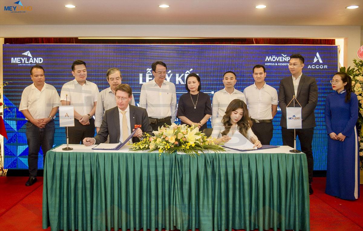 Ông Haandrikman William – GĐ vùng miền Bắc Accor và bà Nguyễn Phương Anh – Thành viên HĐQT, Phó TGĐ Meyland ký thỏa thuận hợp tác.